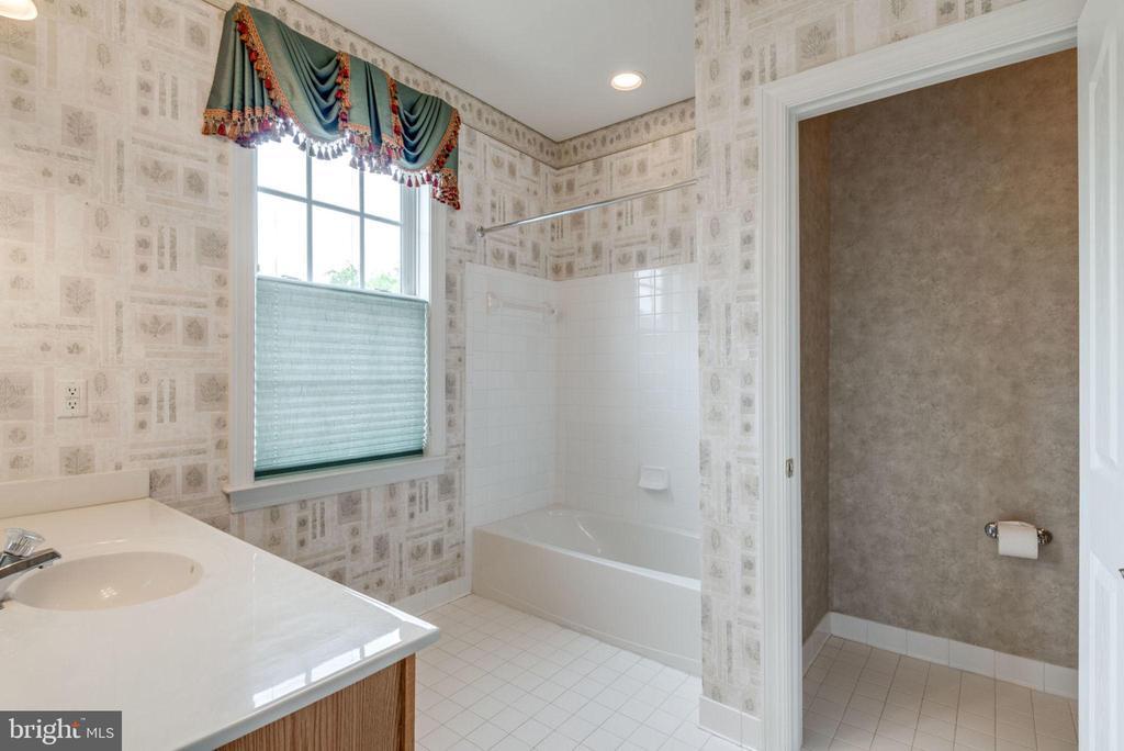 Additional bathroom - 43725 COLLETT MILL CT, LEESBURG