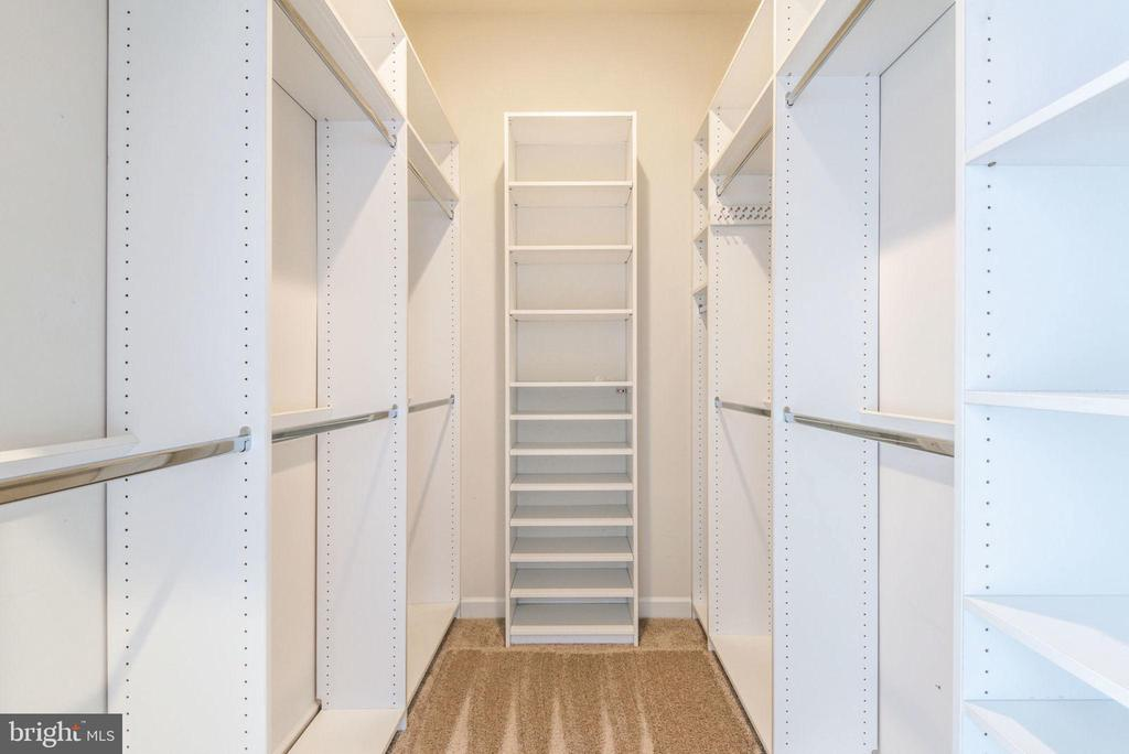 Walk-in closet with shelving - 43725 COLLETT MILL CT, LEESBURG
