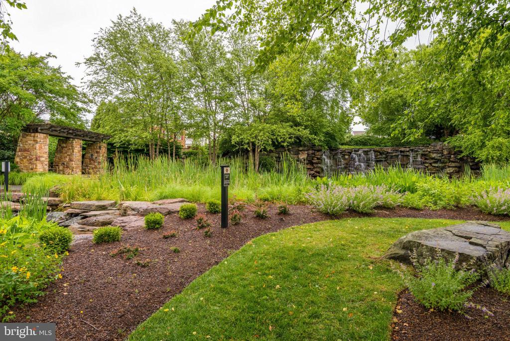 Park behind the property - 43725 COLLETT MILL CT, LEESBURG