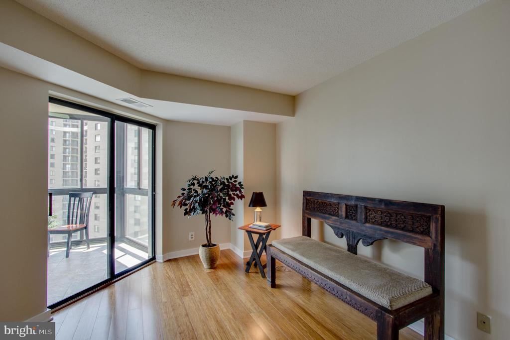 Bedroom with direct access to Sunroom - 900 N STAFFORD ST #1218, ARLINGTON