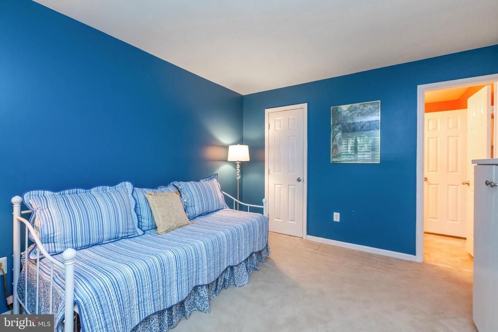 Main Level Bedroom, Study or Guest Room - 32 BRONCO CT #285, GERMANTOWN
