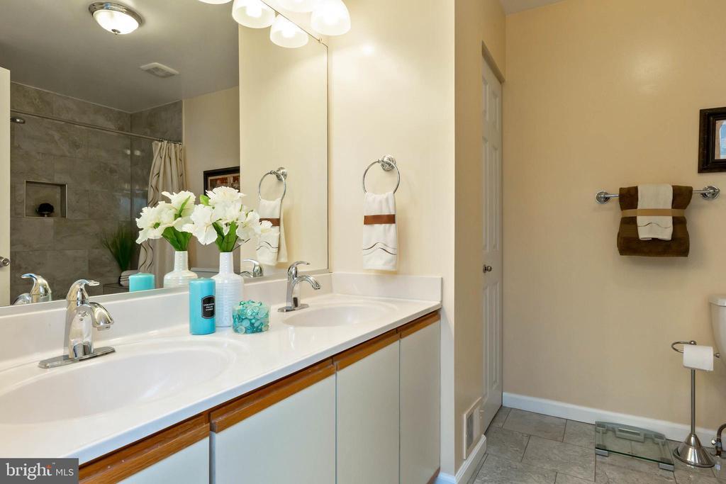 Master Bath - 32 BRONCO CT #285, GERMANTOWN