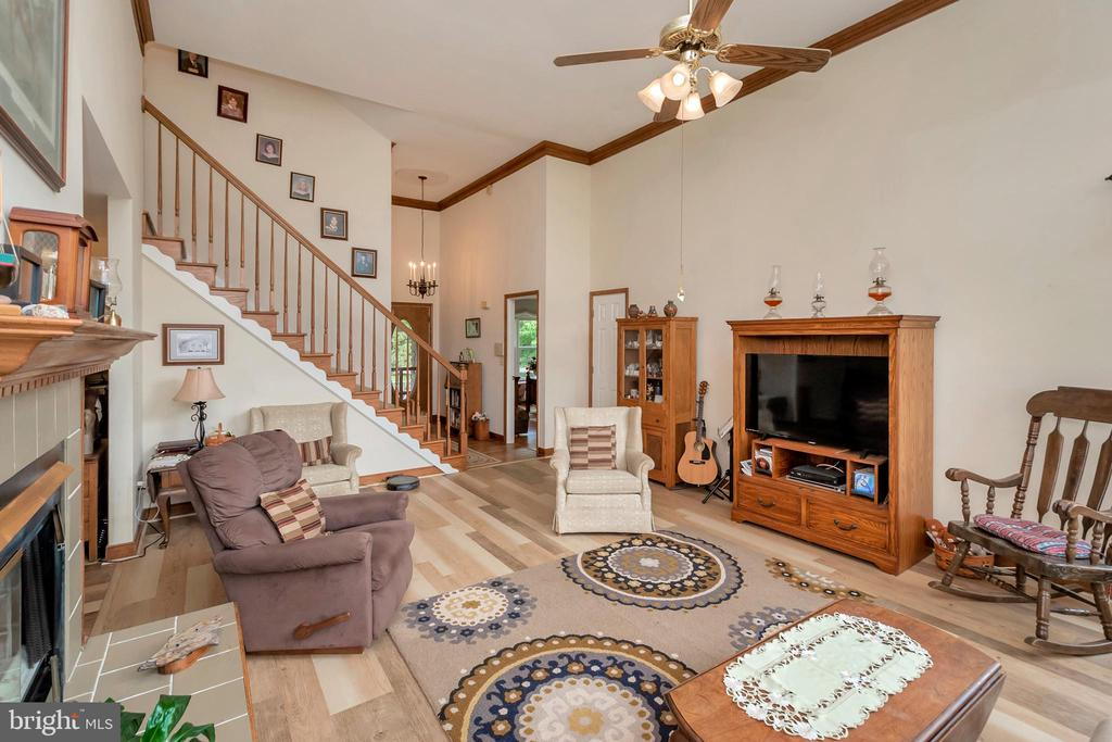 Dramatic Height Living Rm, Foyer, Stairwell - 7329 CLOVERHILL RD, SPOTSYLVANIA