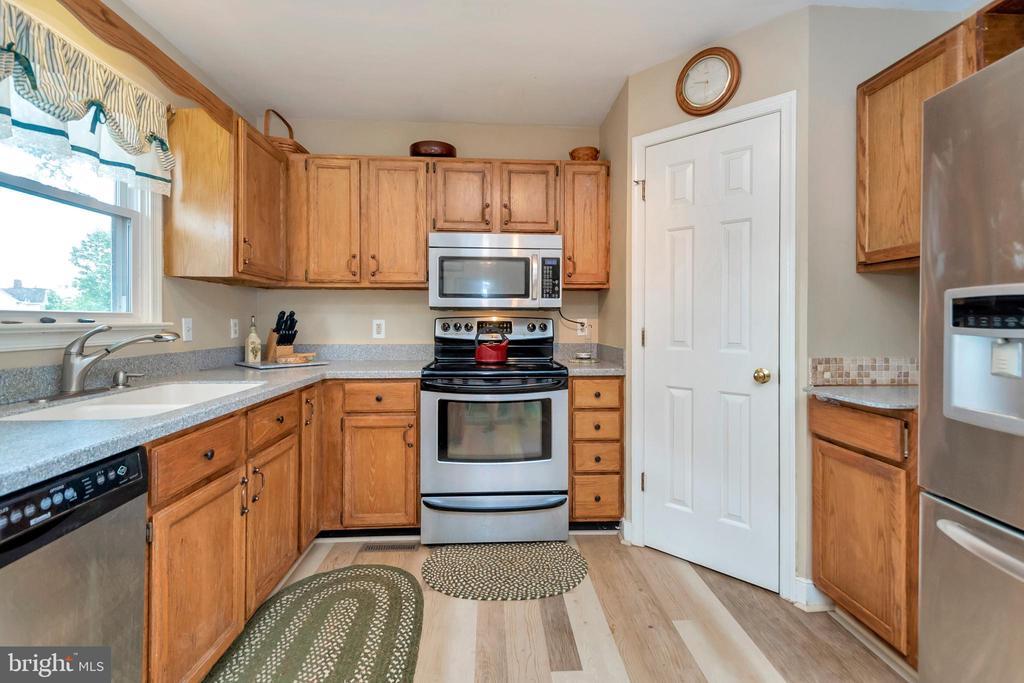 Pantry Kitchen - 7329 CLOVERHILL RD, SPOTSYLVANIA