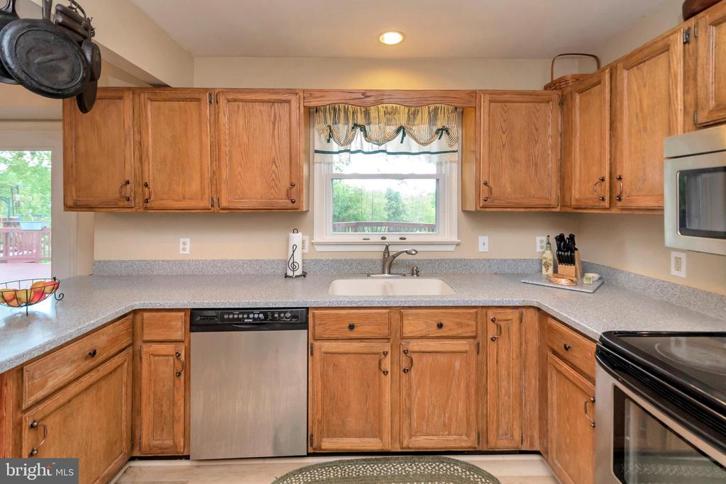 Country Kitchen-fully equipped - 7329 CLOVERHILL RD, SPOTSYLVANIA