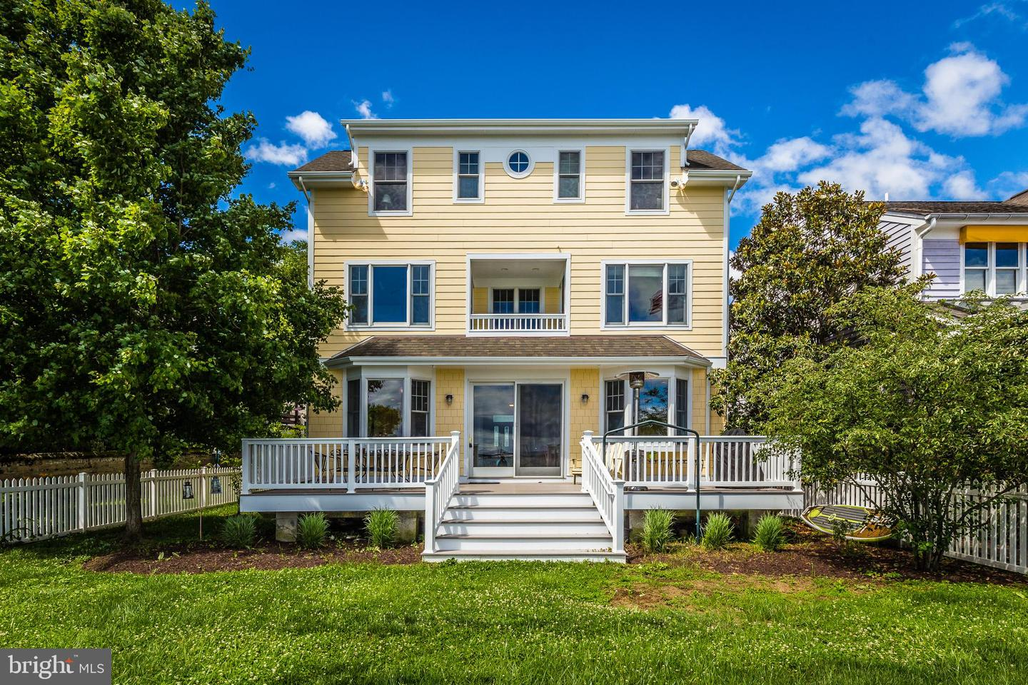 Single Family for Sale at 1 Severn Ct Annapolis, Maryland 21403 United States
