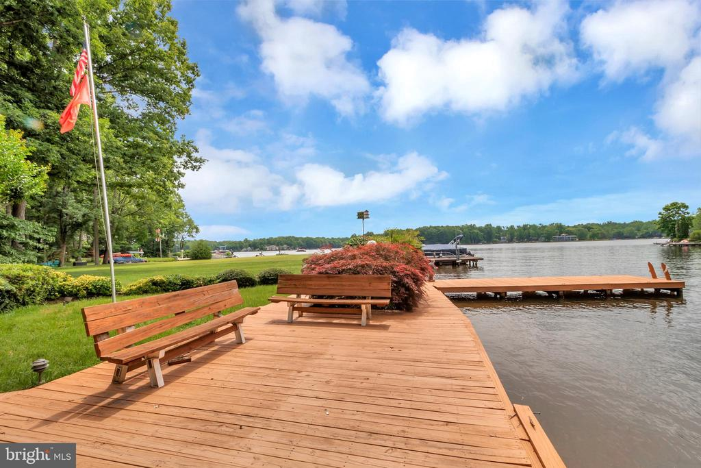 Perfect Bench Sitting waterside - 516 CORNWALLIS AVE, LOCUST GROVE