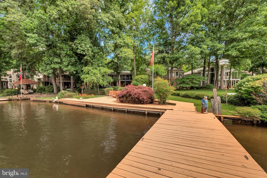 Waterside - ready to dangle your feet! - 516 CORNWALLIS AVE, LOCUST GROVE