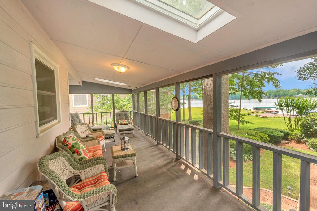 Skylites  of Screen Porch overlooking yard & lake - 516 CORNWALLIS AVE, LOCUST GROVE