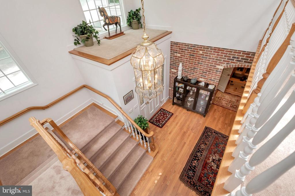Dramatic split landing two story foyer - 516 CORNWALLIS AVE, LOCUST GROVE