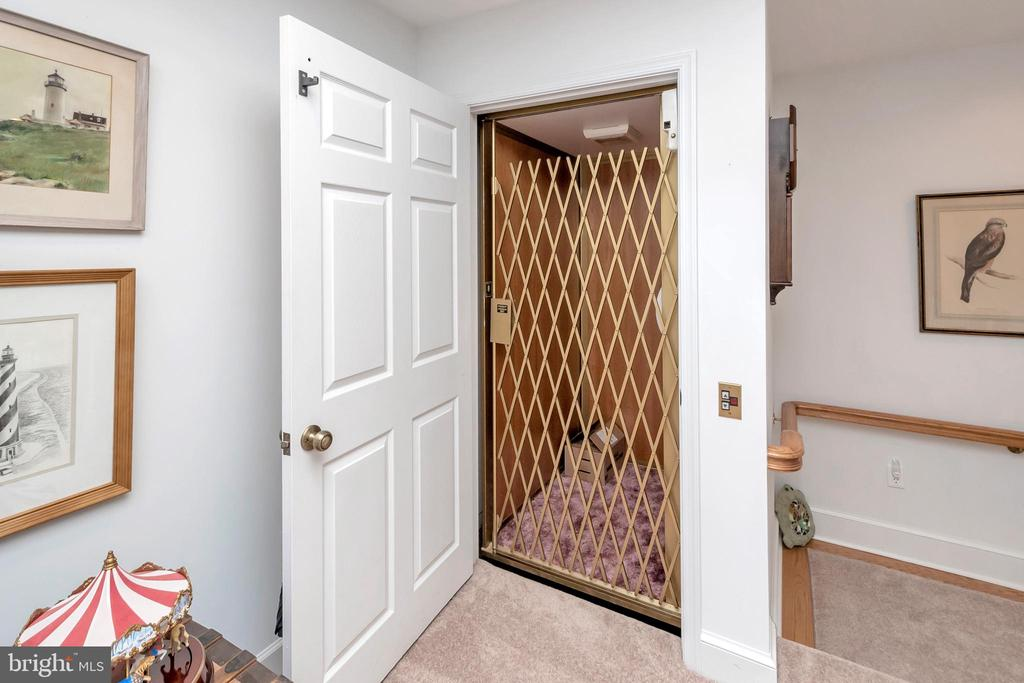 Convenient Elevator connects the two Foyers - 516 CORNWALLIS AVE, LOCUST GROVE