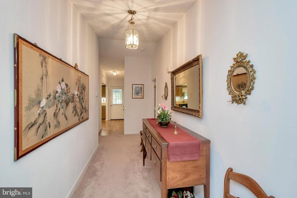 Upper welcome into living area Display Hall - 516 CORNWALLIS AVE, LOCUST GROVE
