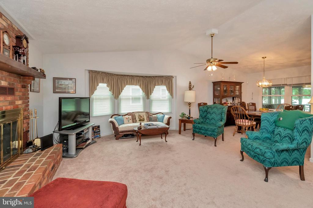 Living Room with 1 of two fireplaces - 516 CORNWALLIS AVE, LOCUST GROVE