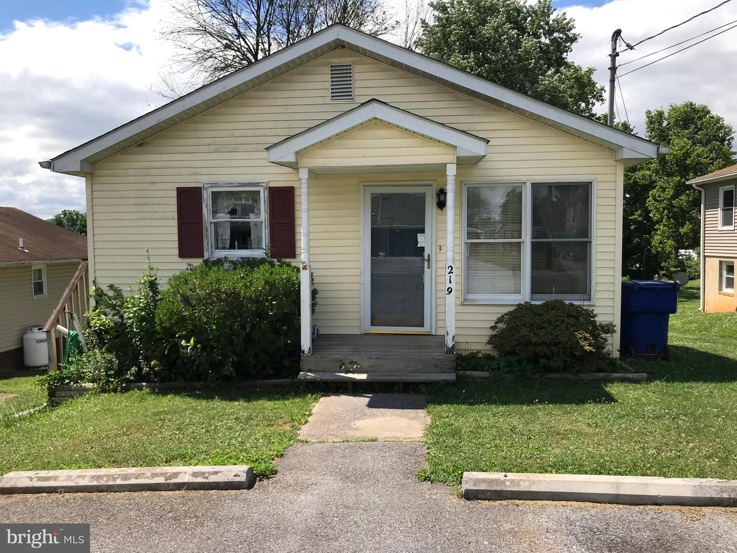 Single Family for Sale at 219 E 17th St Front Royal, Virginia 22630 United States