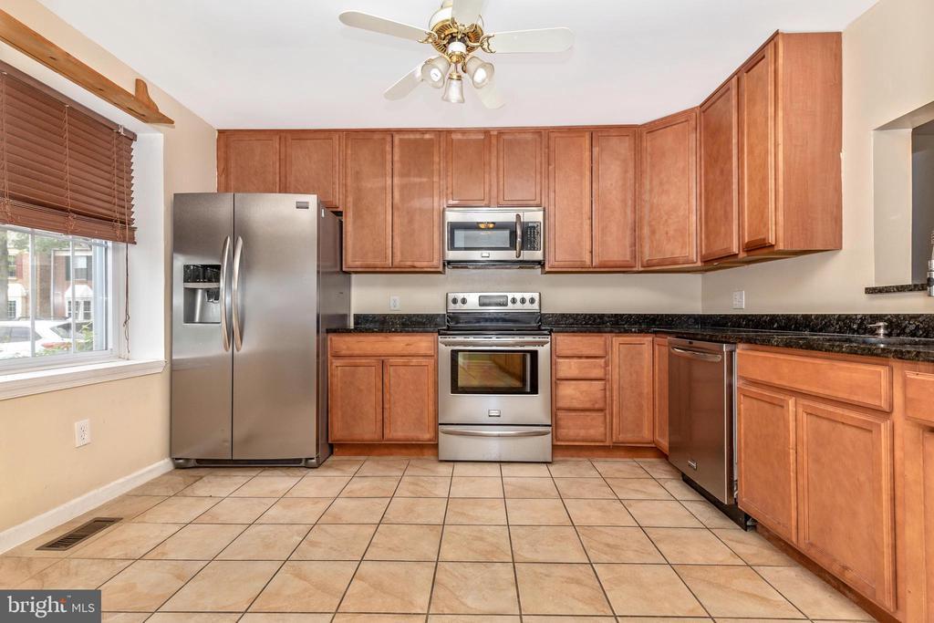 Kitchen - 16 WELLSPRING CIR, OWINGS MILLS