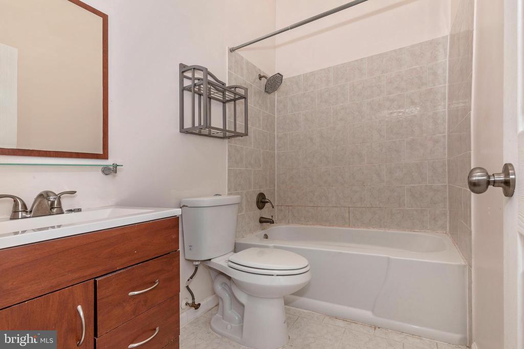 Master Bathroom - 16 WELLSPRING CIR, OWINGS MILLS