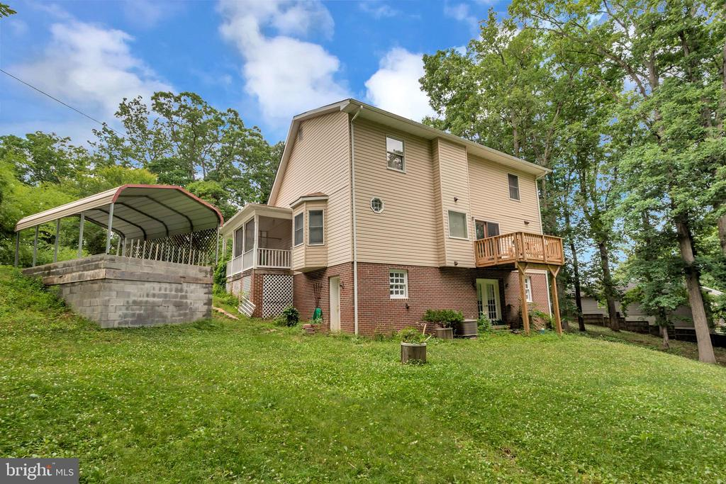 - 18321 CHESTNUT DR, TRIANGLE