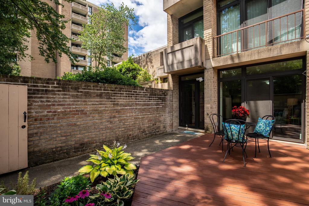 Private Patio and Deck - 276 M ST SW #276, WASHINGTON