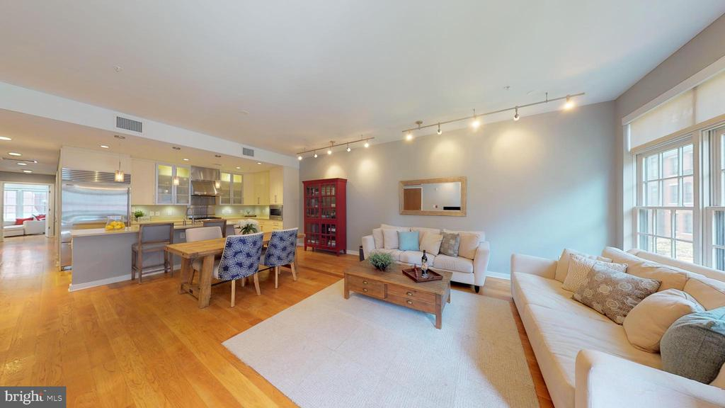 Open Living/Dining Room - 1610 N QUEEN ST #243, ARLINGTON