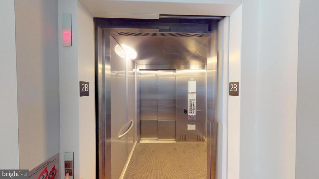 Private Elevator - 1610 N QUEEN ST #243, ARLINGTON