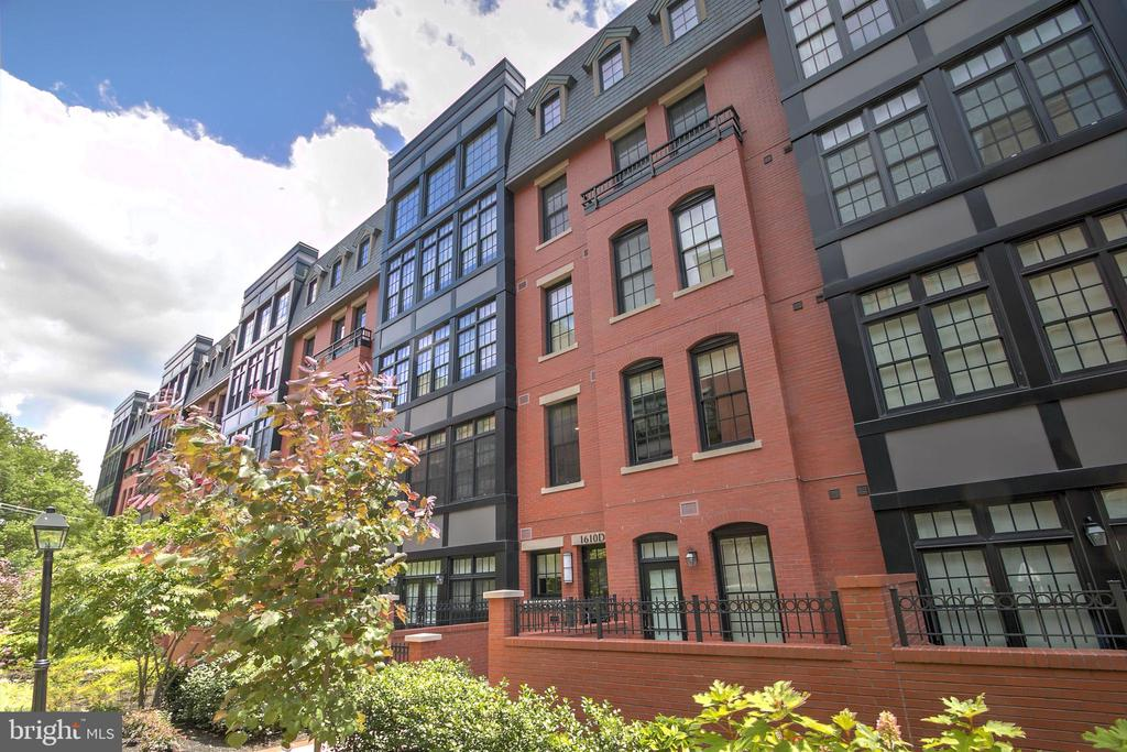 Welcome to Gaslight Square! - 1610 N QUEEN ST #243, ARLINGTON