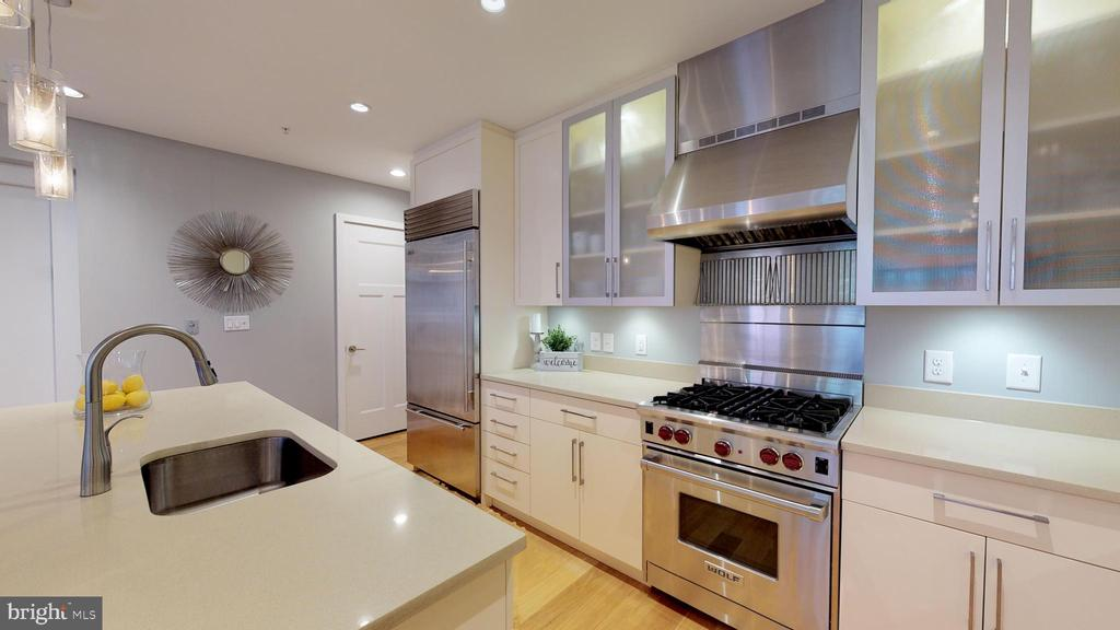 So Open and Bright - 1610 N QUEEN ST #243, ARLINGTON