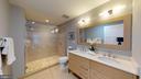 Lovely Master Bath - 1610 N QUEEN ST #243, ARLINGTON