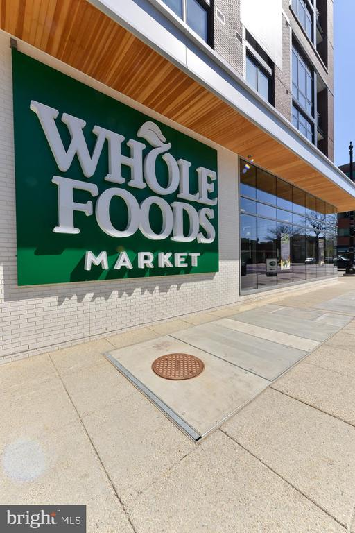 Neighborhood amenities - 911 2ND ST NE #503, WASHINGTON