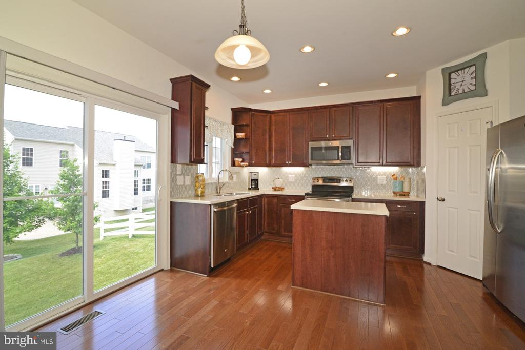 Wide Poen Kitchen - 36071 WELLAND DR, ROUND HILL