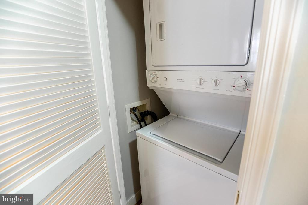 Discreet Washer Dryer - 616 E ST NW #655, WASHINGTON