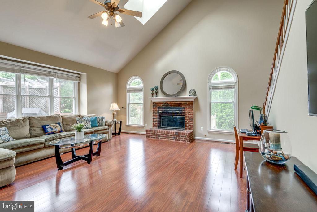 Family Room w/ Sky Lights - 43755 CRANE CT, ASHBURN