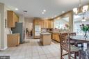 Spacious kitchen - 43755 CRANE CT, ASHBURN