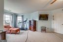 Master bedroom w/ sitting area - 43755 CRANE CT, ASHBURN