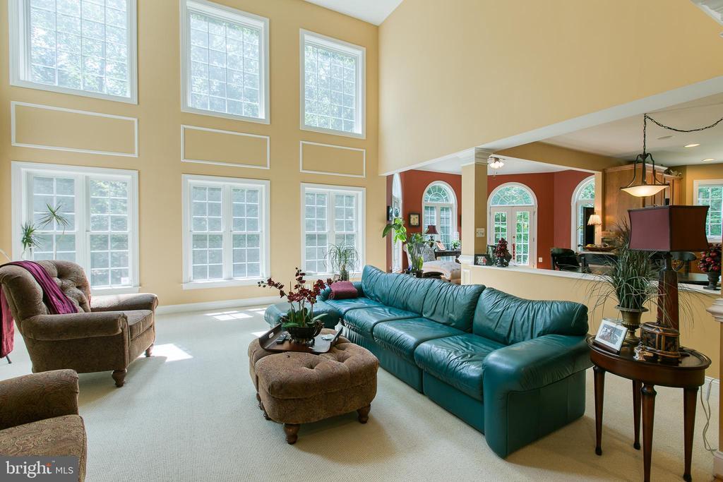 Breathtaking Family Room - 36 PELHAM WAY, STAFFORD