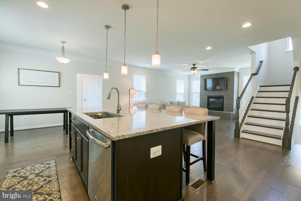 Oversized kitchen island - 301 PEAR BLOSSOM RD, STAFFORD