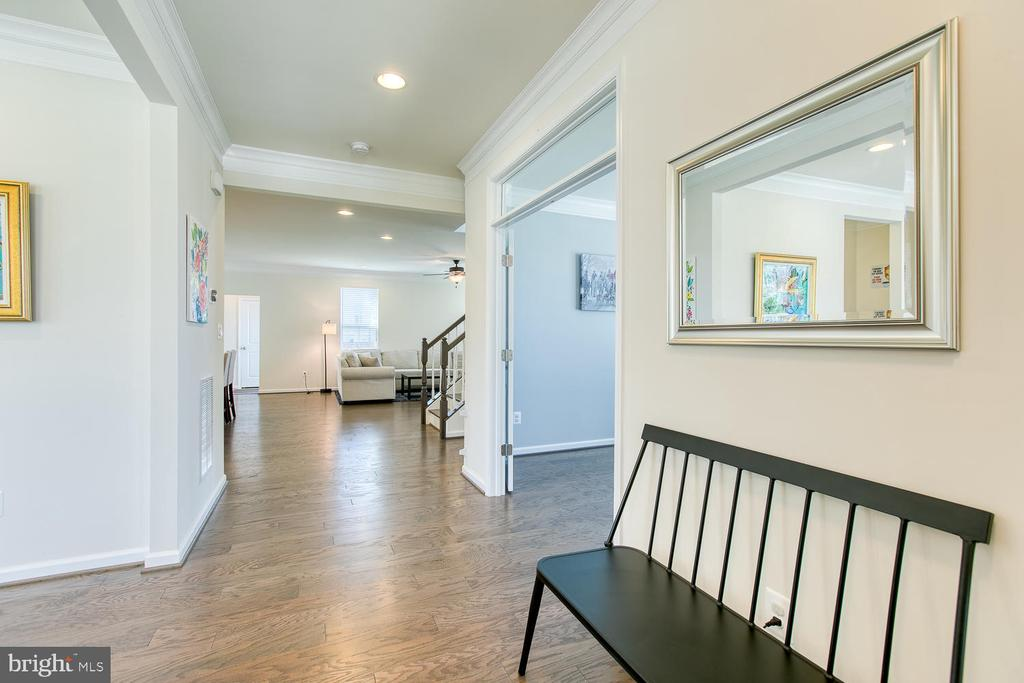 Inviting entry way - 301 PEAR BLOSSOM RD, STAFFORD