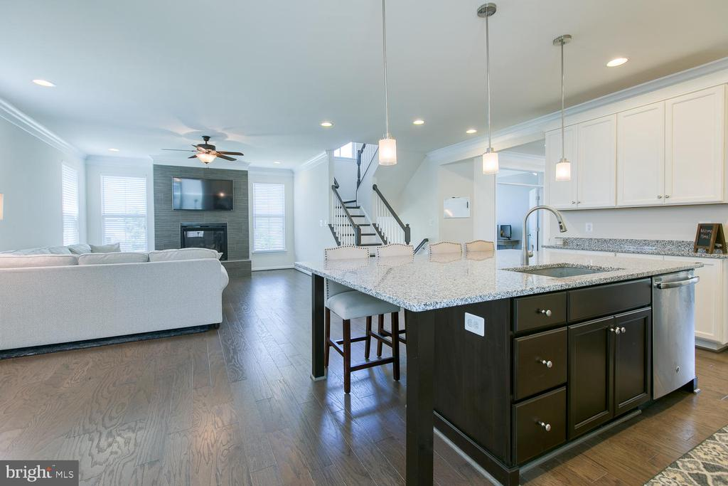Open floor plan with 9' ceilings - 301 PEAR BLOSSOM RD, STAFFORD