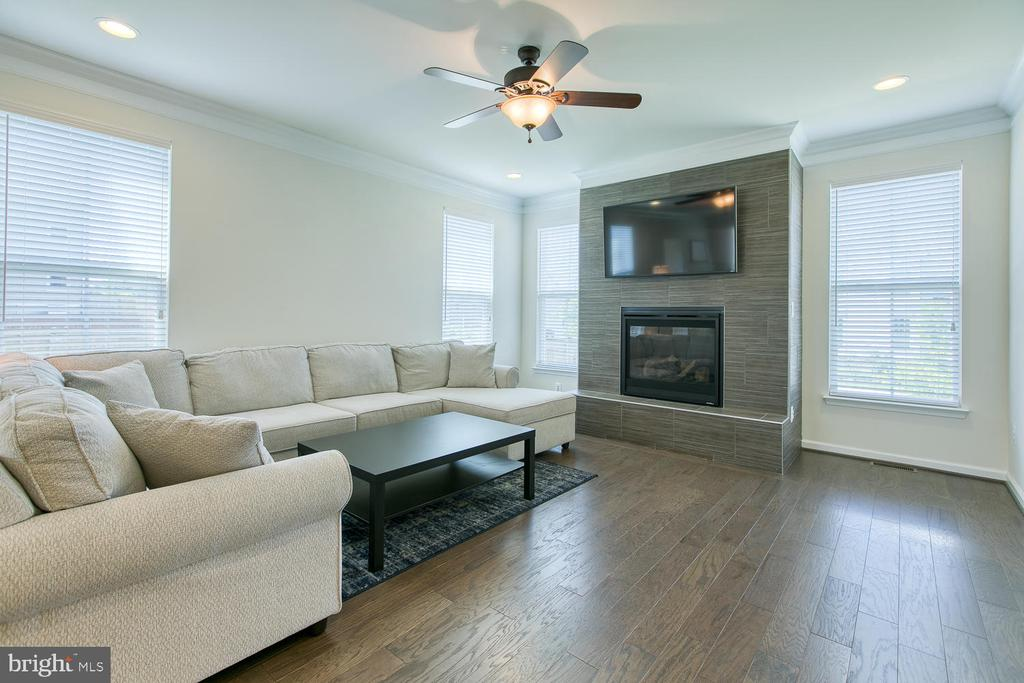 Hardwood floors and floor to ceiling fireplace - 301 PEAR BLOSSOM RD, STAFFORD