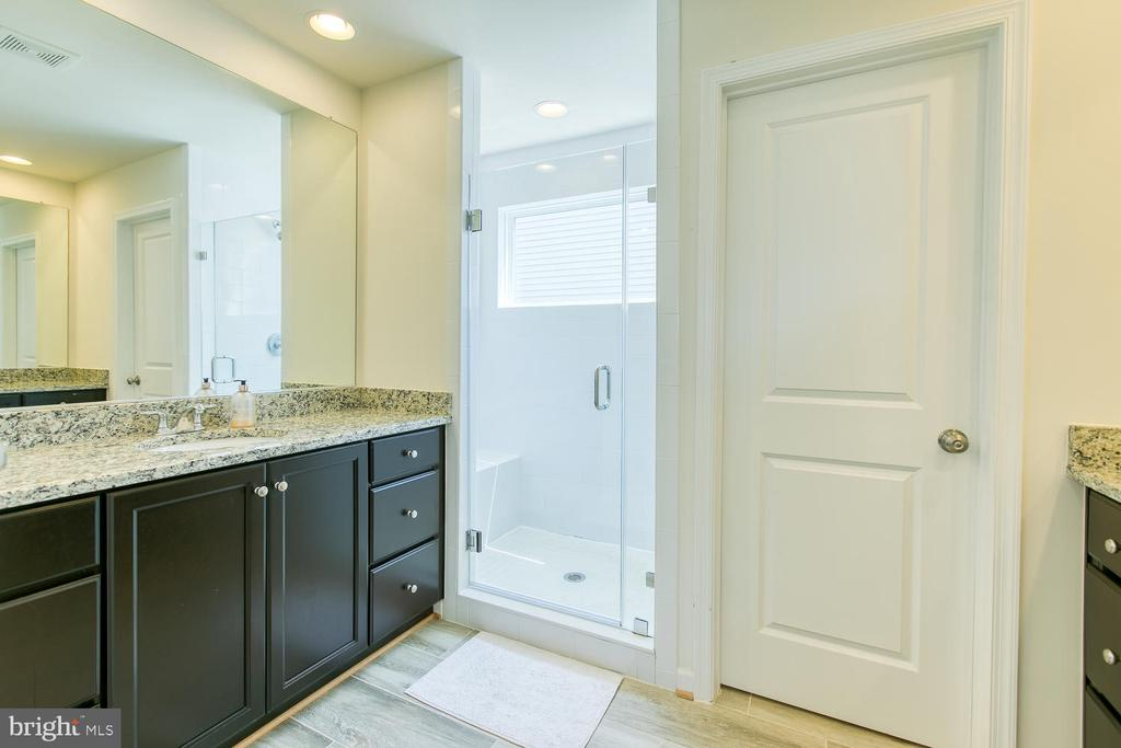 Double vanities and over sized shower in master - 301 PEAR BLOSSOM RD, STAFFORD