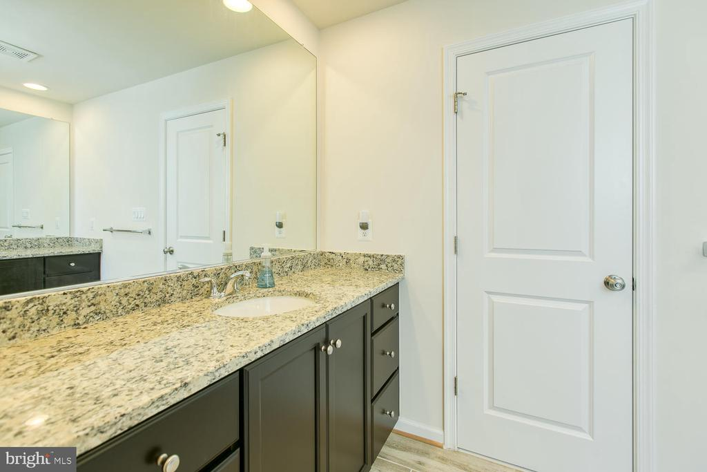 Upgraded vanities and tile in master bath - 301 PEAR BLOSSOM RD, STAFFORD