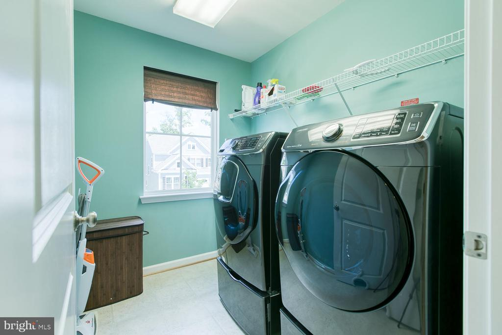 Upstairs laundry room - 301 PEAR BLOSSOM RD, STAFFORD