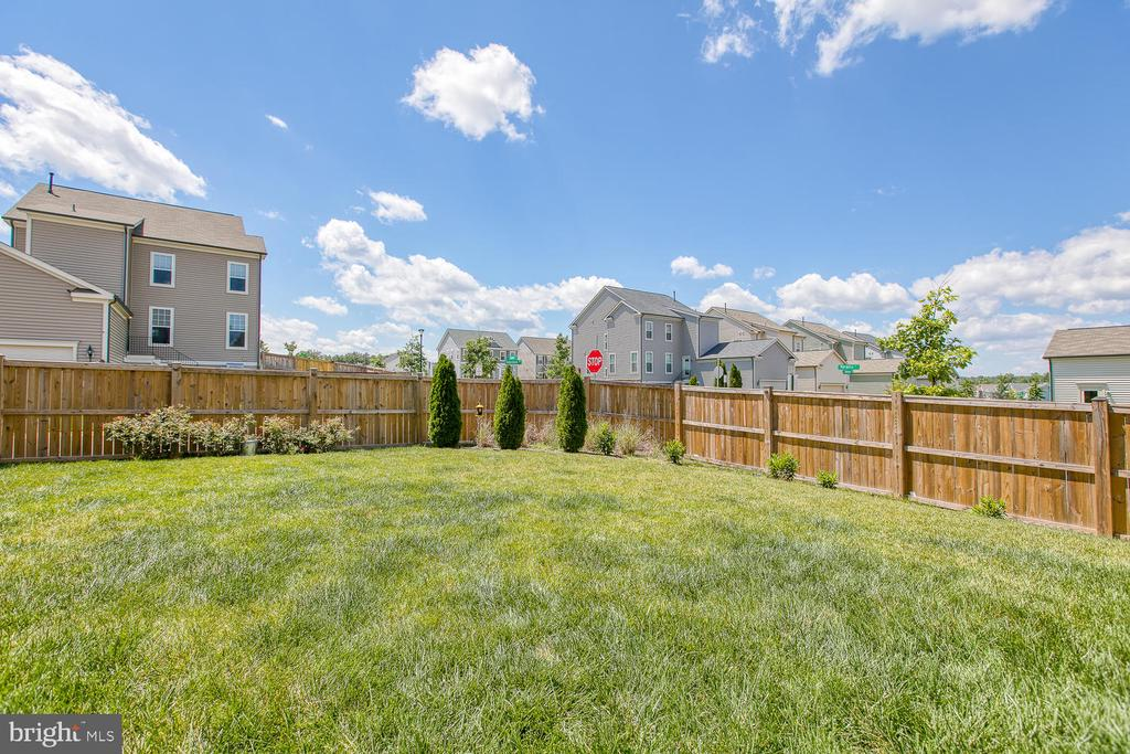 Rear fenced in yard - 301 PEAR BLOSSOM RD, STAFFORD