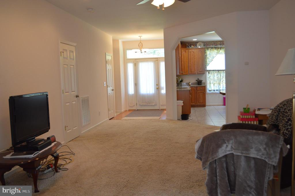 Family room looking at the front door and kitchen - 7372 COURTHOUSE RD, SPOTSYLVANIA