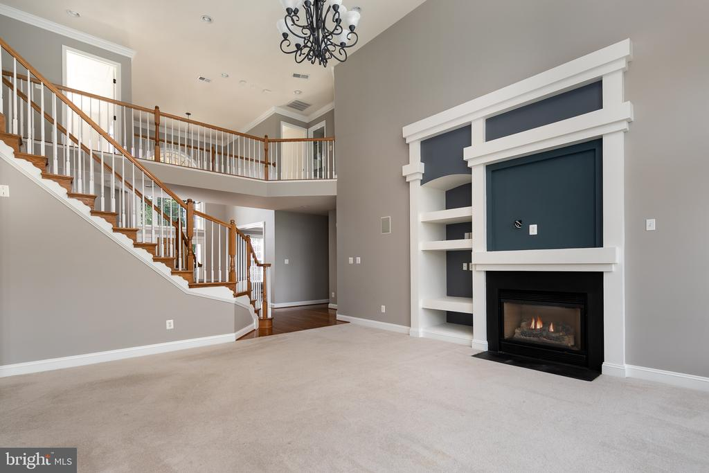 Family Room with Gas Fireplace & 2-Story Overlook - 21109 CARTHAGENA CT, ASHBURN