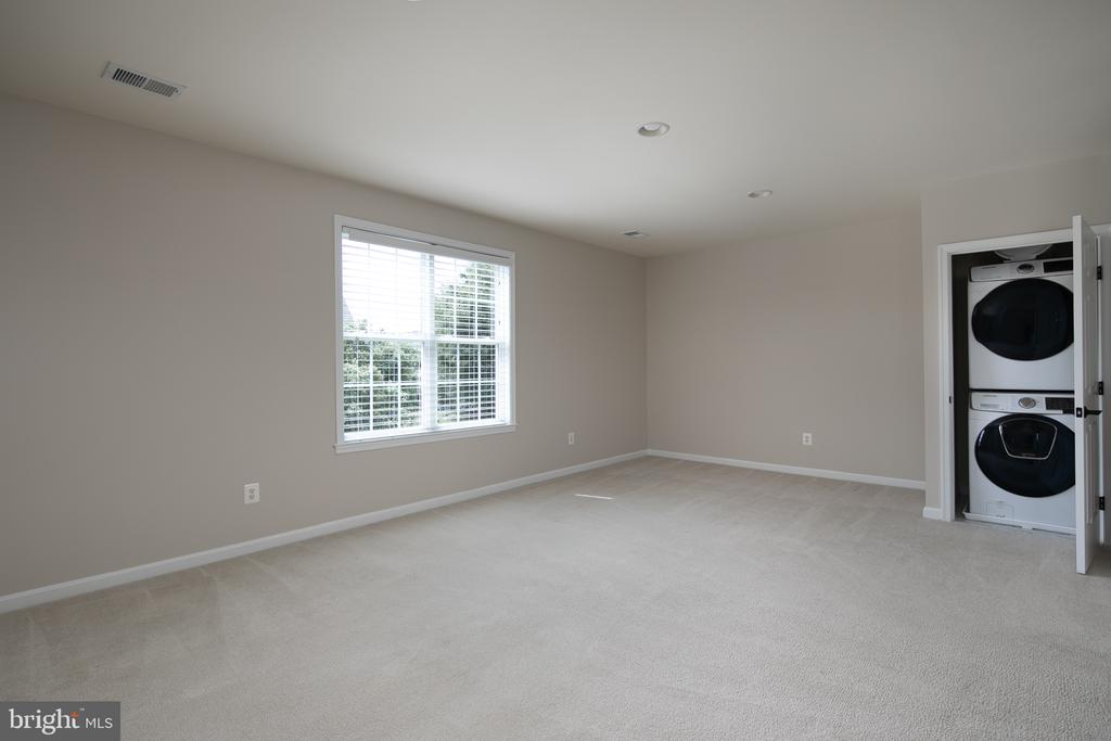 Master Sitting Room with Private Washer & Dryer - 21109 CARTHAGENA CT, ASHBURN