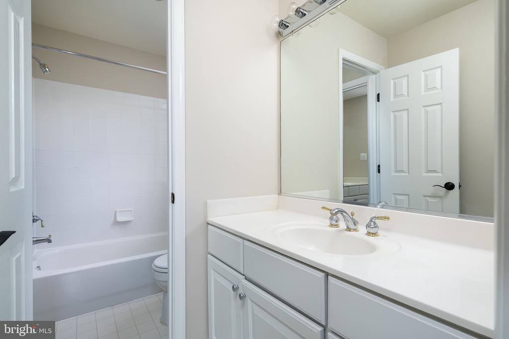 Full Bath 3 - Dual Access - 21109 CARTHAGENA CT, ASHBURN