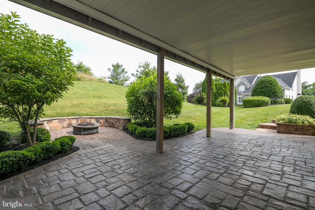 Stove Patio with Covered Deck - 21109 CARTHAGENA CT, ASHBURN