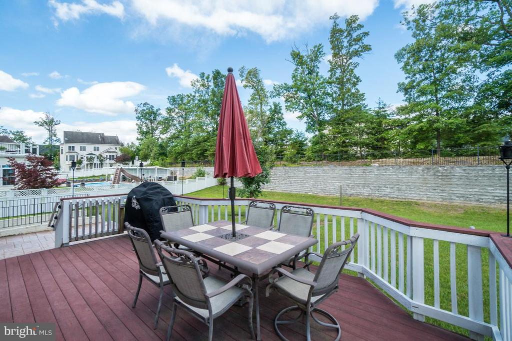 Trex Deck and Patio - 12274 TIDESWELL MILL CT, WOODBRIDGE