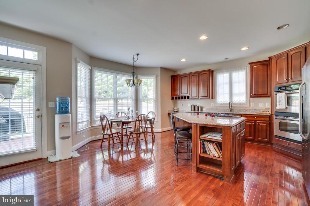 Luxury Kitchen - 12274 TIDESWELL MILL CT, WOODBRIDGE