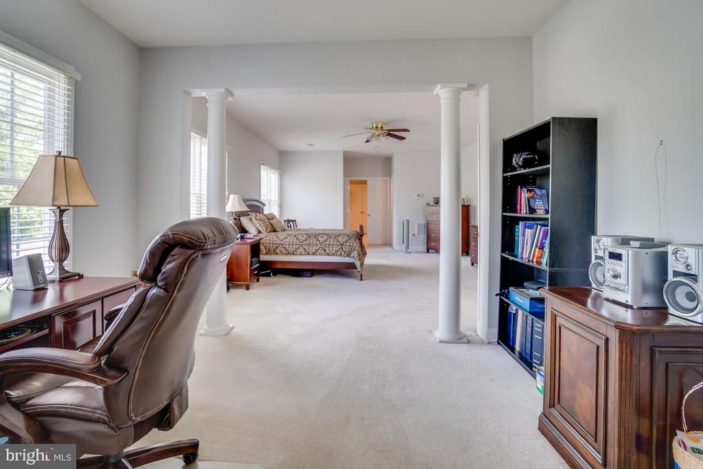Extensive Sitting Room in Master Suite - 12274 TIDESWELL MILL CT, WOODBRIDGE
